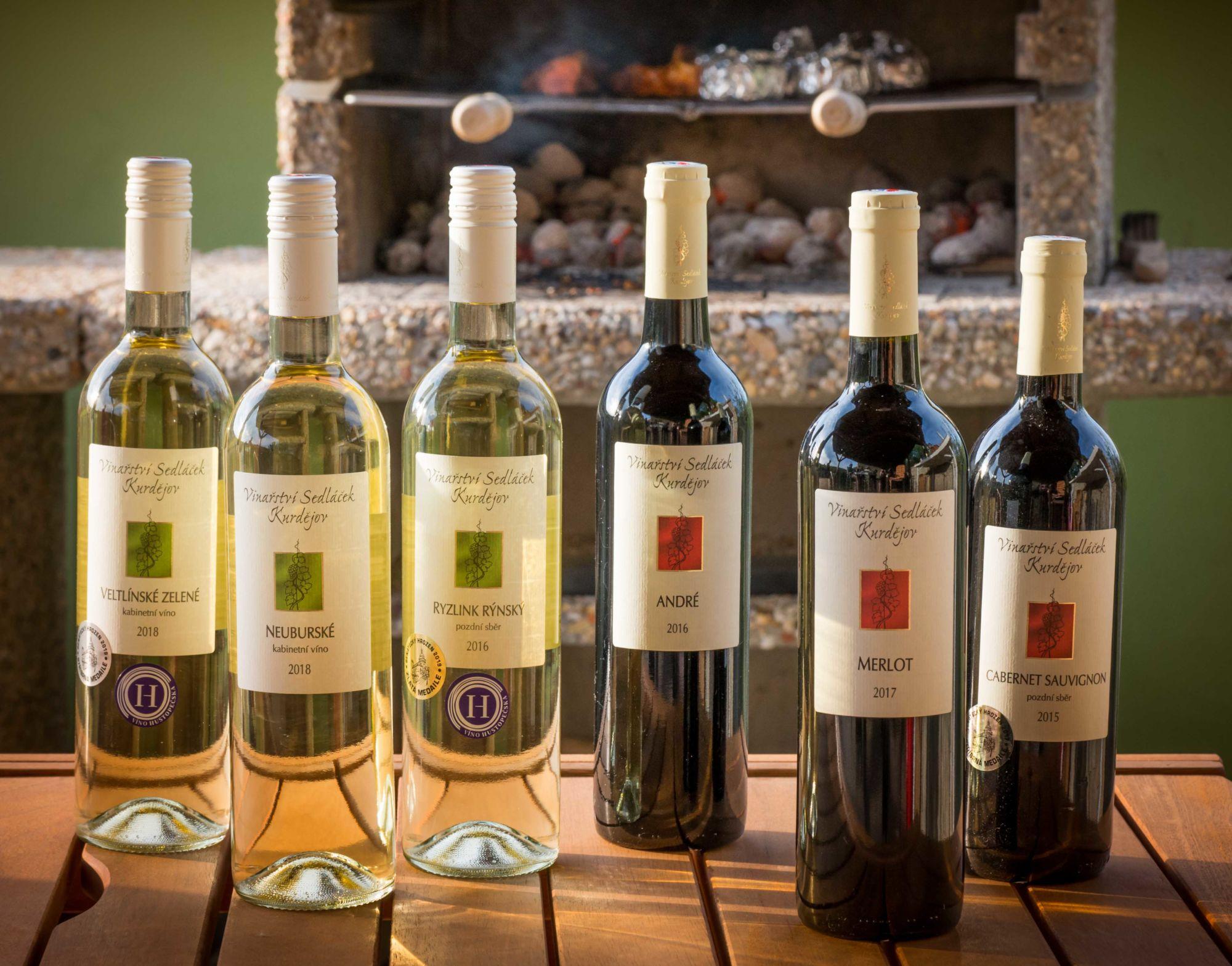 lahve vína ke grilu