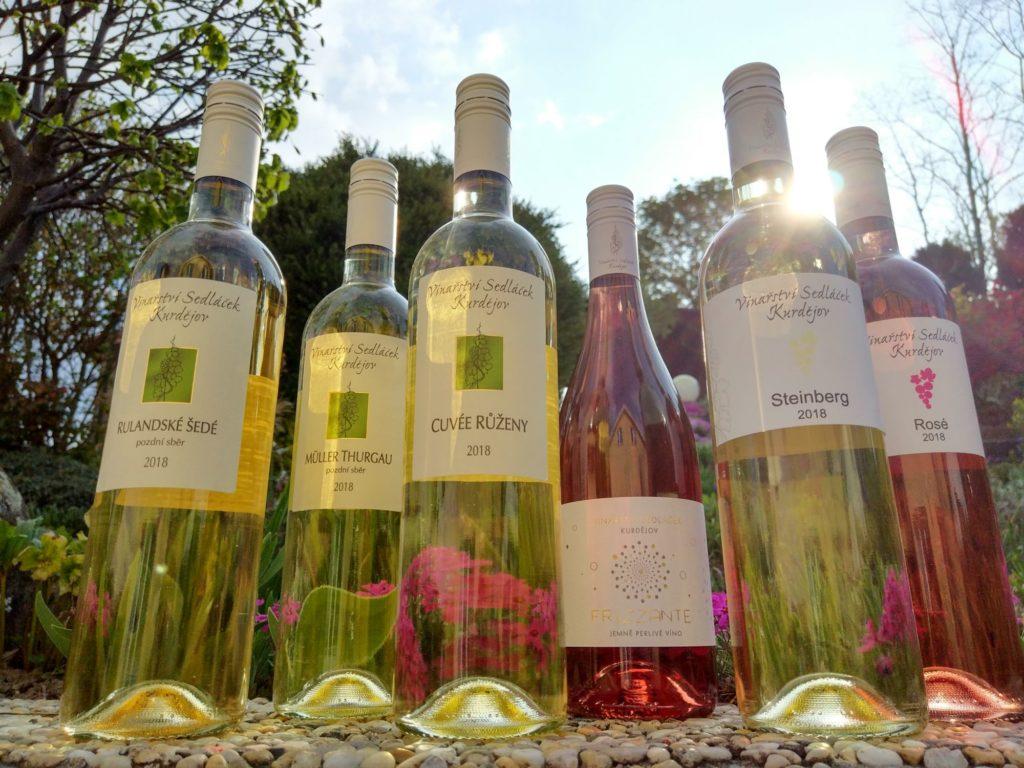 lahve vína svěží probuzení